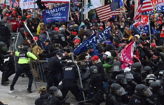Us Capitol Riot: Police Officer Dies Following Clash With Pro-trump Mob